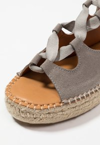ALOHAS - GLADIATOR - Platform sandals - stone - 2