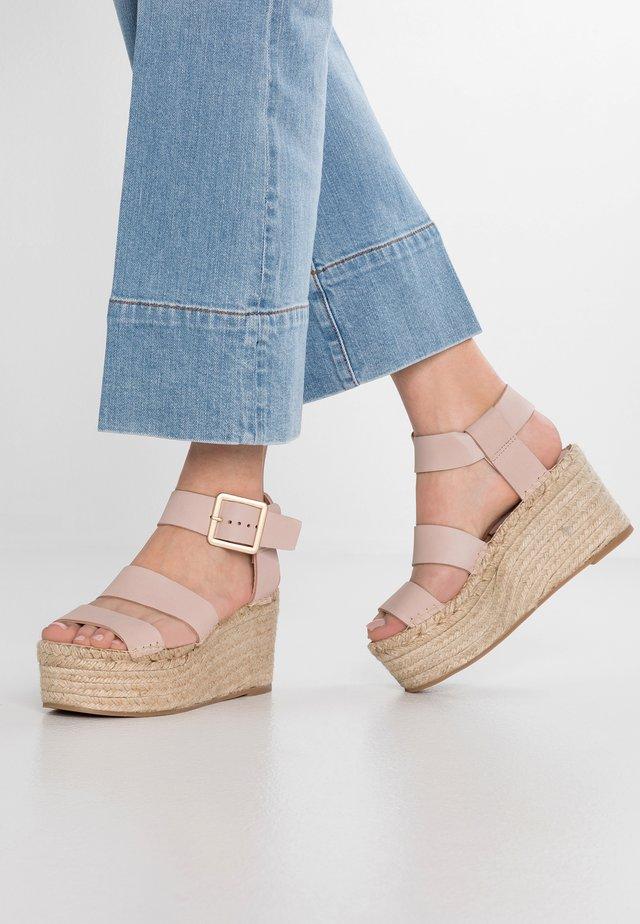 LUCIA - Korolliset sandaalit - pink pale