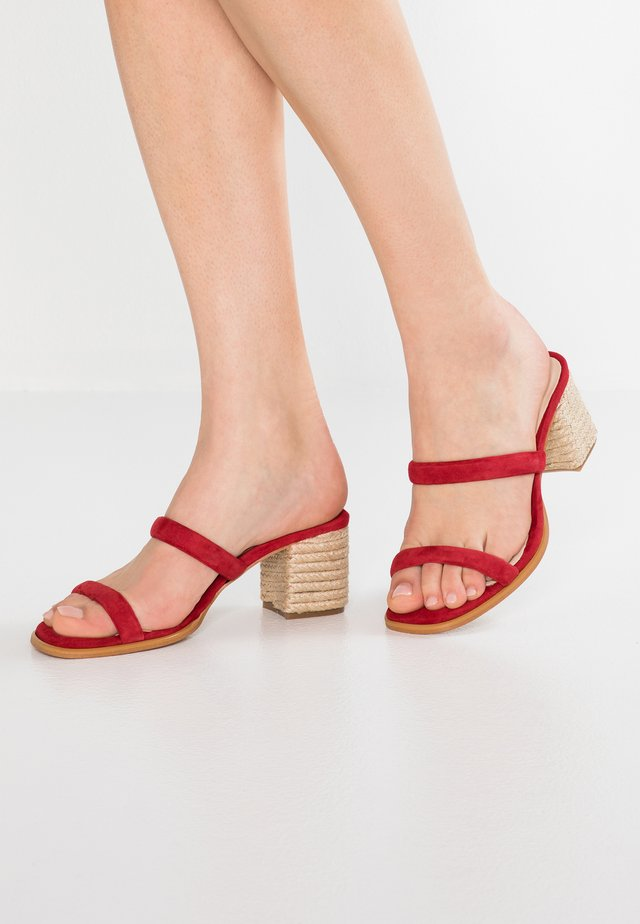 LAURA - Heeled mules - red