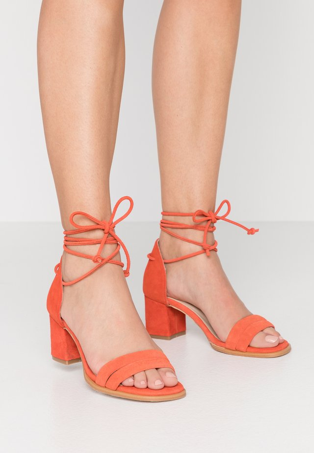 DAKOTA - Riemensandalette - orange