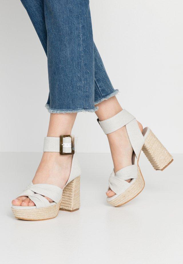 NOITE - Korolliset sandaalit - offwhite