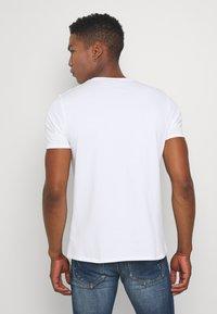 Alessandro Zavetti - GROWLER - T-shirt print - white - 2
