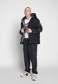 Alessandro Zavetti - ZAVETTI CANADA SALVINI PADDED JACKET - Zimní bunda - black - 1