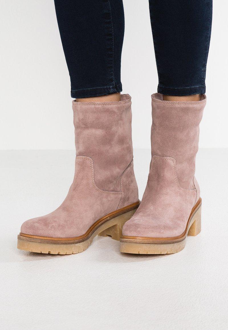 Alpe - DIANA - Platform ankle boots - bark