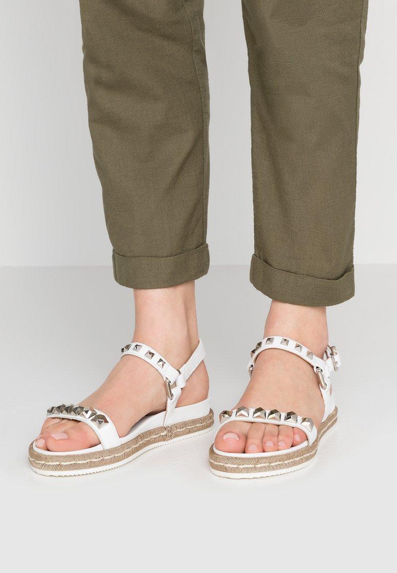 Alpe - SOFFIE - Sandals - blanco
