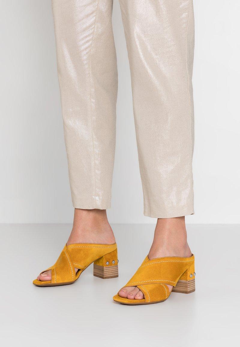 Alpe - VALERY - Pantolette hoch - gelb
