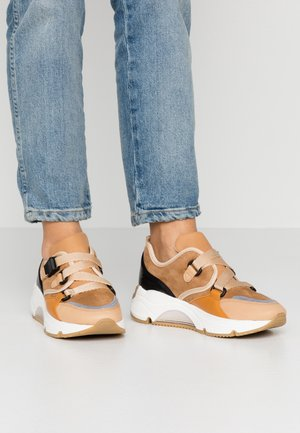AMELIE - Zapatillas - brown