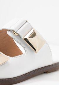 Alpe - AMBER - Pantofle - blanco - 2