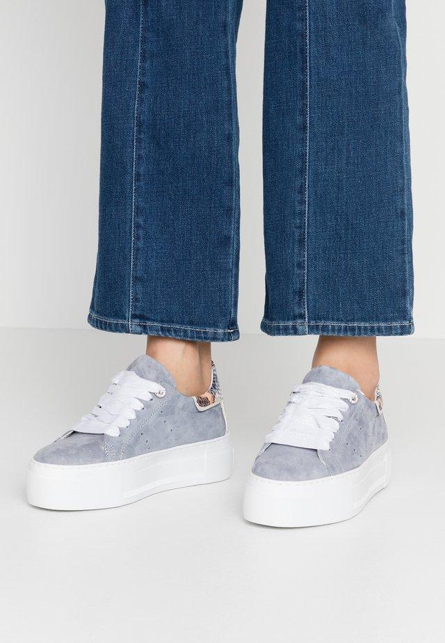 FIRST - Sneakersy niskie - jeans