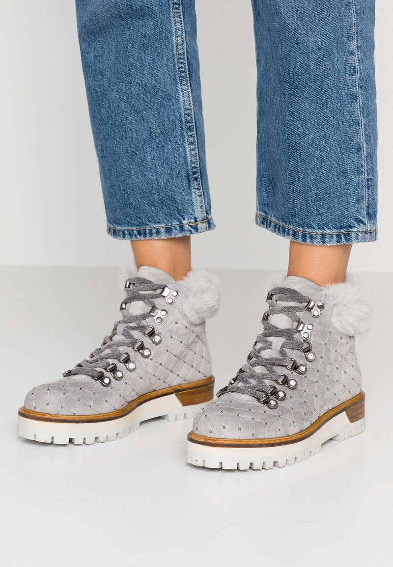 Alpe - TIANA - Platform ankle boots - pearl