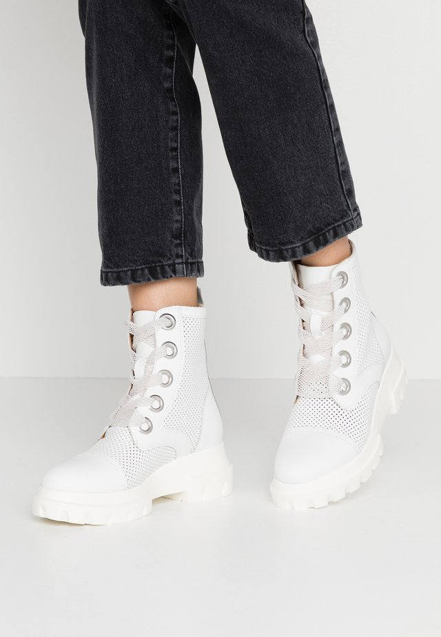 X-LIGHT - Platform ankle boots - blanco