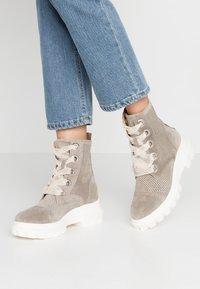 Alpe - X-LIGHT - Platform ankle boots - kaky - 0