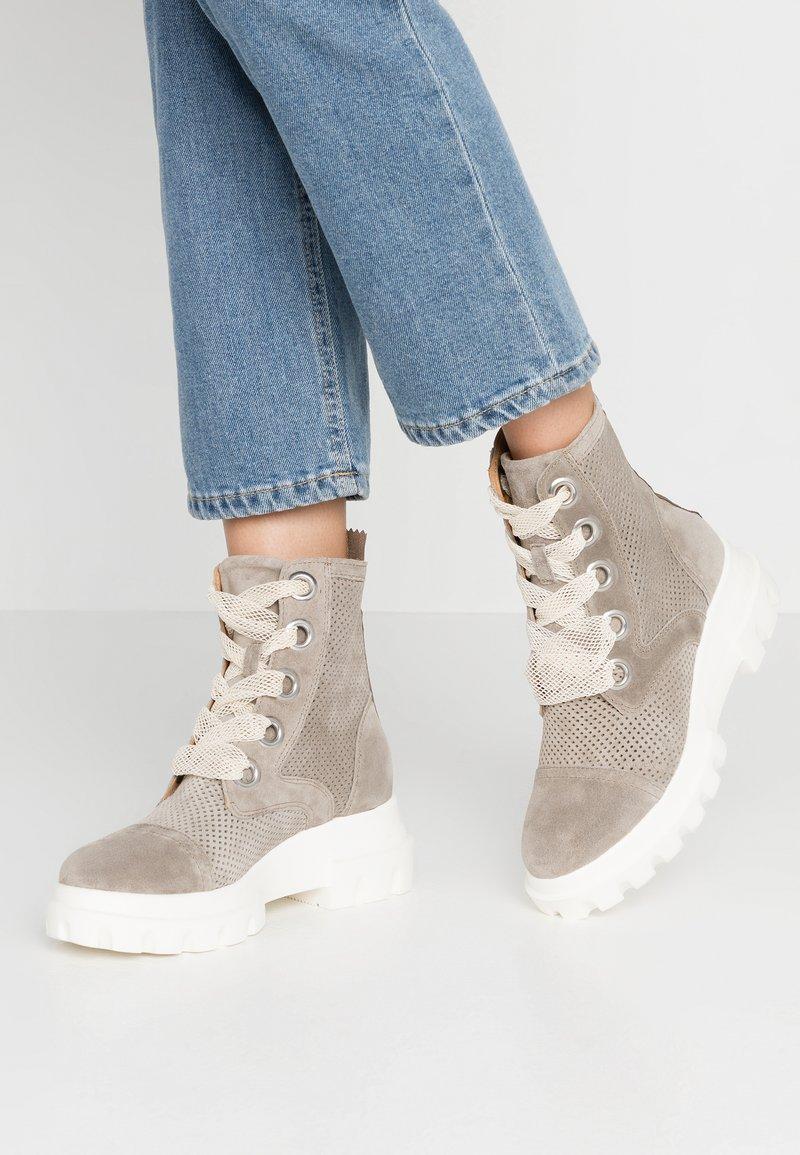 Alpe - X-LIGHT - Platform ankle boots - kaky