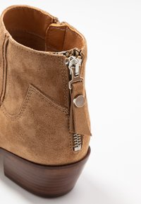 Alpe - ROSE - Cowboy/biker ankle boot - brown - 2