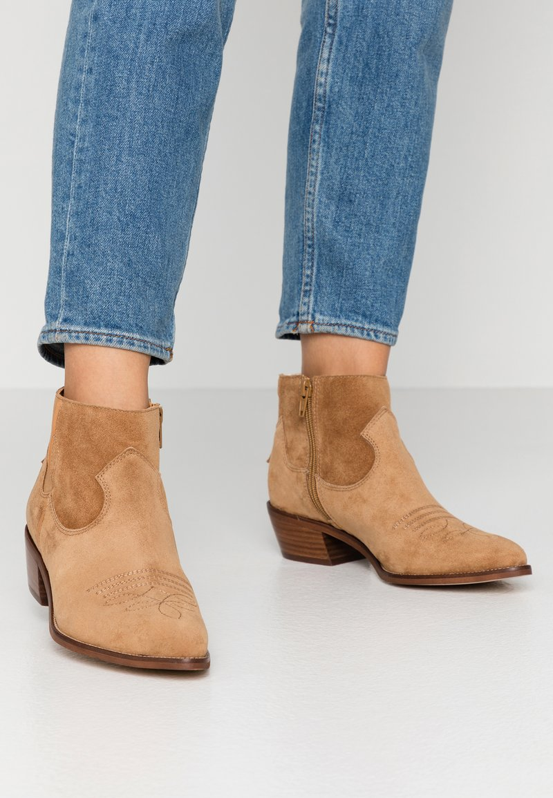 Alpe - ROSE - Cowboy/biker ankle boot - brown