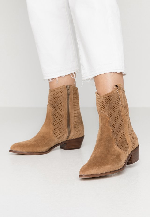 ROSE - Cowboy/biker ankle boot - brown