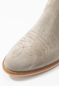 Alpe - NELLY - Ankle boots - kaky - 2