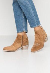 Alpe - NELLY - Kotníková obuv - brown - 0