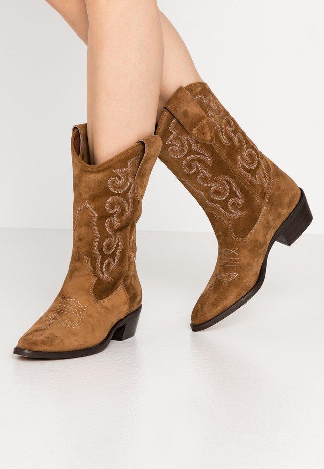 ROSE - Cowboystøvler - cognac