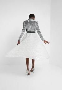 Allen Schwartz - ARLO HANDKERCHEIF HEM PLEATED SKIRT - A-snit nederdel/ A-formede nederdele - silver - 3