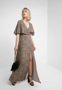 Allen Schwartz - CLAIRE MAXI CAPELET - Maxi dress - tan - 1