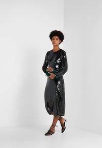 Allen Schwartz - RYANN DRESS - Cocktailklänning - dark green - 1