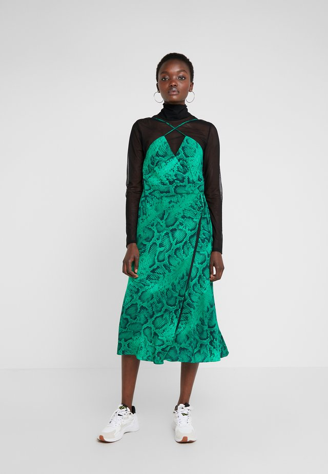 LANGLEY WRAP DRESS  - Juhlamekko - green
