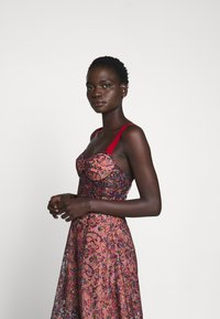 Allen Schwartz - EDEN BUSTIER DRESS IN PRINTED - Vestito elegante - red - 6