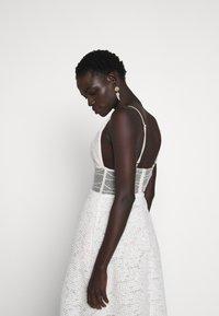 Allen Schwartz - BELLA DEEP V DRESS - Vestito elegante - vintage vanilla - 3