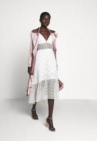 Allen Schwartz - BELLA DEEP V DRESS - Vestito elegante - vintage vanilla - 1
