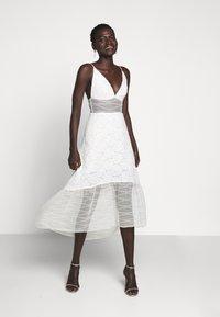 Allen Schwartz - BELLA DEEP V DRESS - Vestito elegante - vintage vanilla - 0