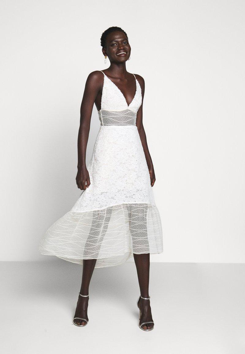 Allen Schwartz - BELLA DEEP V DRESS - Vestito elegante - vintage vanilla