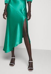 Allen Schwartz - LOUISE DEEP V DRESS HEM - Cocktail dress / Party dress - jade - 3