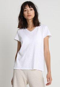 American Vintage - SONOMA V NECK TEE - T-shirt basic - white - 0