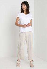 American Vintage - SONOMA V NECK TEE - T-shirt basic - white - 1