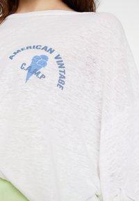 American Vintage - LOLOSISTER - T-shirt z nadrukiem - blanc - 5