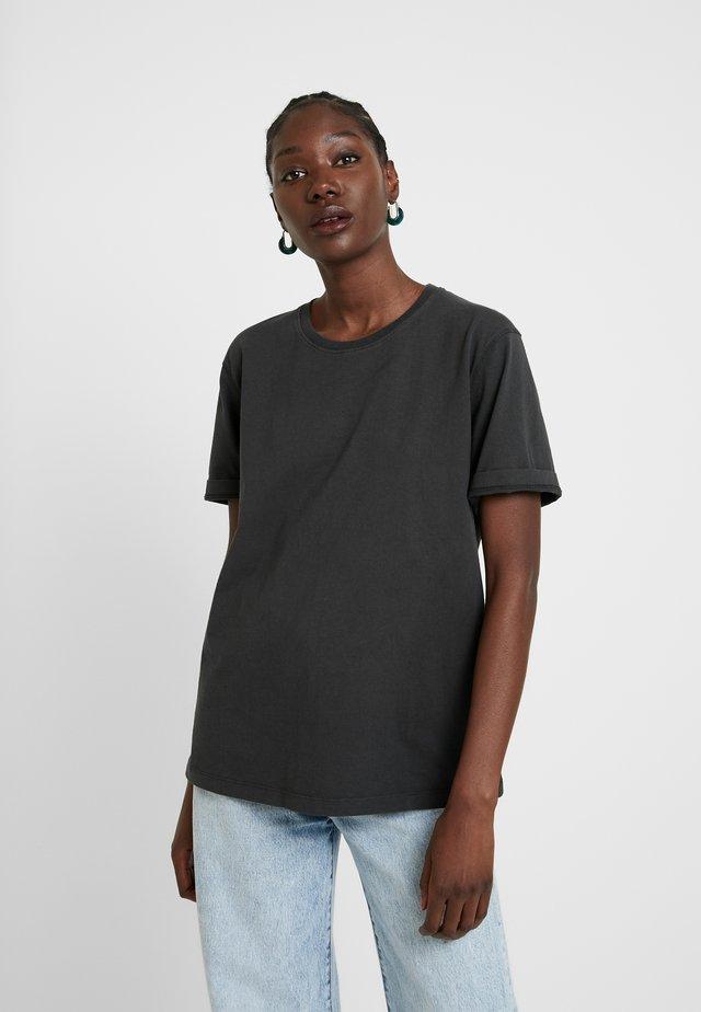 EXIASTREET - Basic T-shirt - carbon
