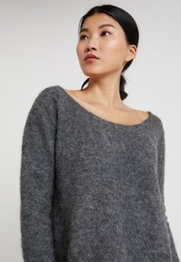 American Vintage - WOXILEN ROUND NECK CROPPED JUMPER - Sweter - anthracite chine - 3