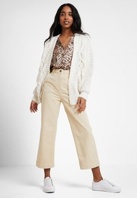 American Vintage - TOMA - Jeans relaxed fit - beige - 1
