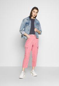 American Vintage - TINEBOROW - Jeans Tapered Fit - litchi - 1