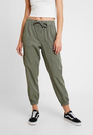 SOFT STORES - Spodnie materiałowe - olive