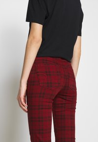 American Eagle - HIGH RISE JEGGING - Kalhoty - red - 3