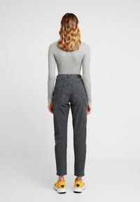 American Eagle - CURVY - Trousers - willow green - 3
