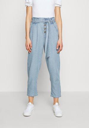 BUTTON FRONT PAPERBAG TAPER PANTS - Pantalon classique - light blue