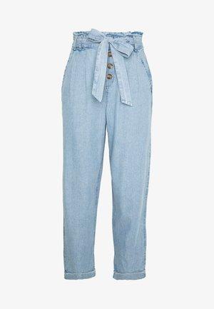 BUTTON FRONT PAPERBAG TAPER PANTS - Bukse - light blue