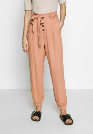 PAPERBAG CHAIN TAPER - Trousers - pink