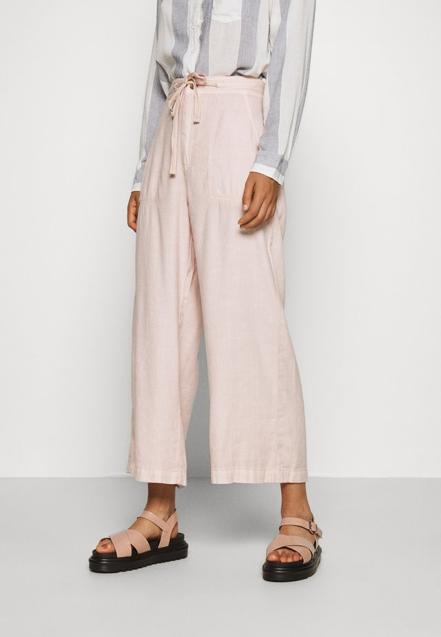 SUPER HIGH RISE WIDE LEG - Stoffhose - peach