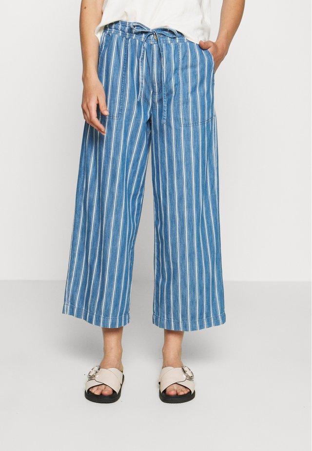 WIDE LEG CROP - Stoffhose - blue