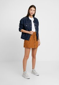 American Eagle - ALINE SKIRT WITH EXPOSED BUTTON - Mini skirt - chestnut - 1
