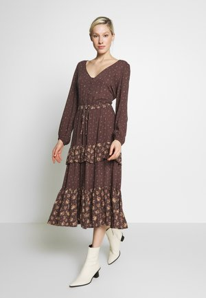 TIERED MIDI - Vestido informal - brown